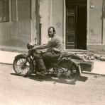 Bentzon sulla sua Nimbus, Sardegna 1958