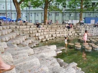 La fontana invita a una pausa...