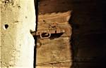 Porta del vecchio locale attrezzi o locale dei morti(catenaccio originale)
